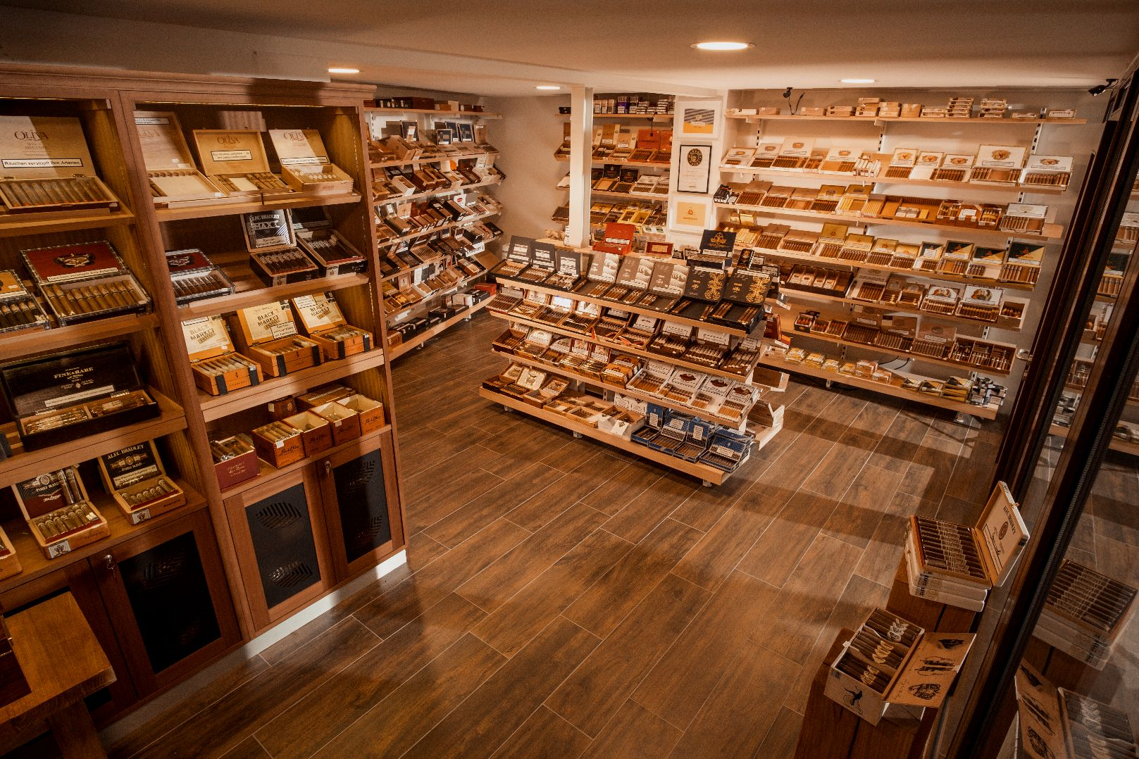 whisky & cigar salon