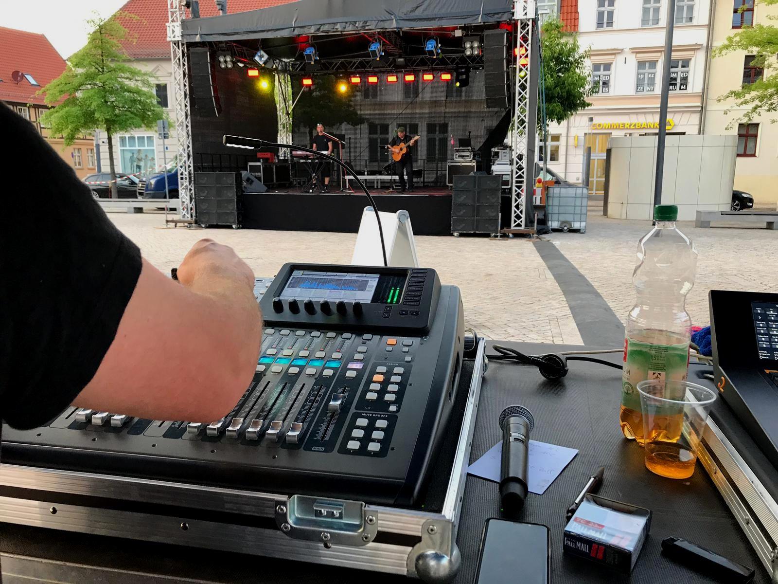 DJ TeeZett
