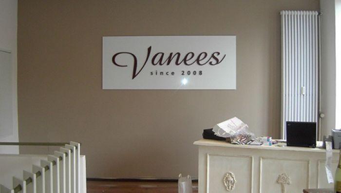 Vanees